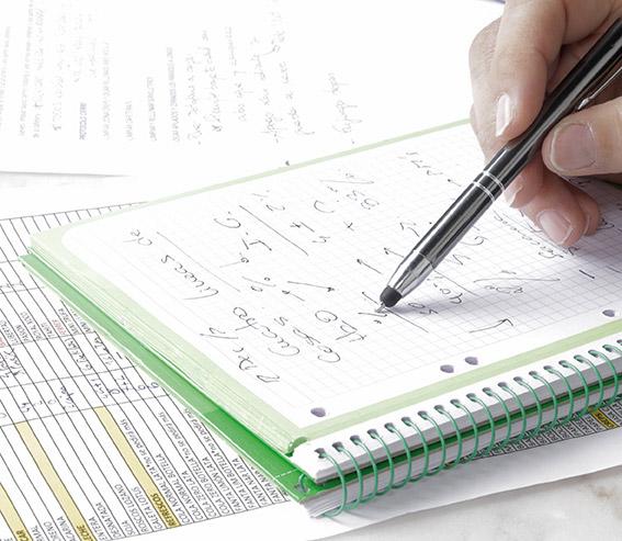 Libreta con apuntes del estudio