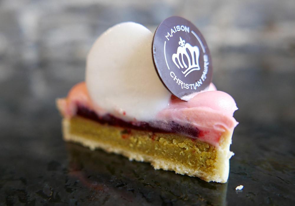 Corte de la tartaleta de rosa y limón